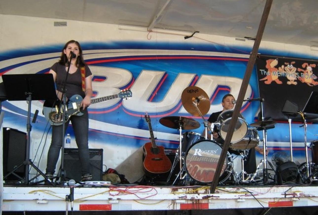 R & M play at White Oak Festival 2010 ( 2)